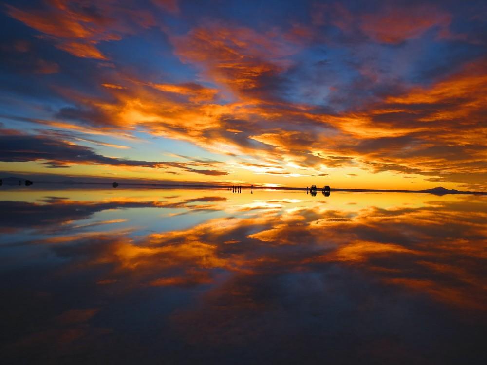 ボリビア・ウユニ塩湖の夕暮れ