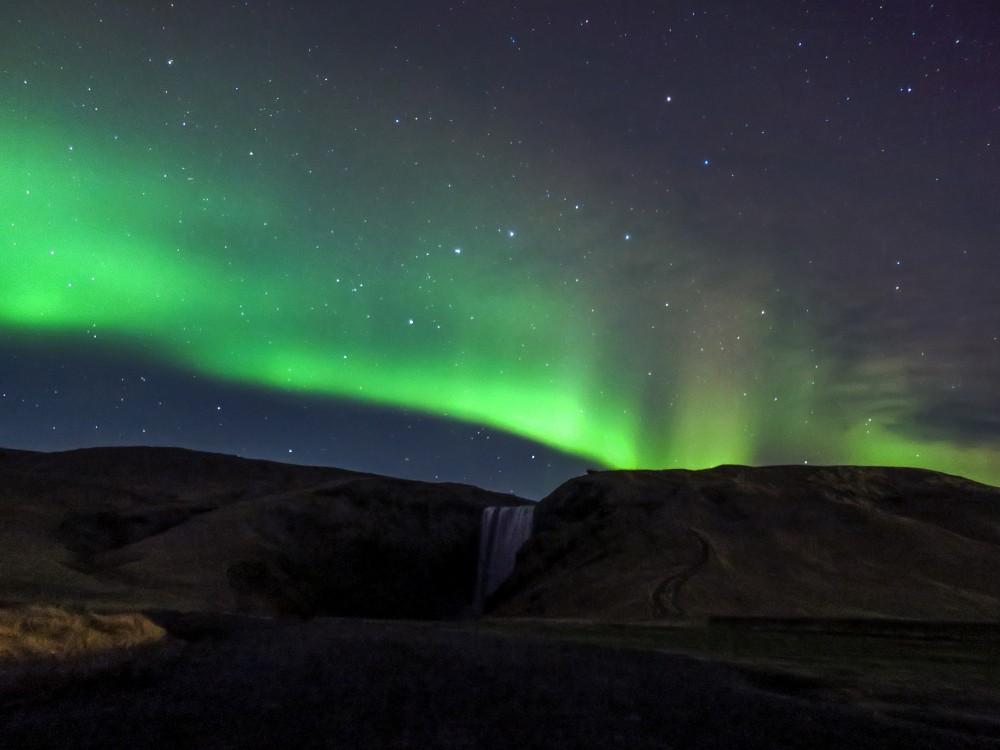 滝とオーロラ、その組み合わせはアイスランドならでは! アイスランド旅行@ブループラネットツアー