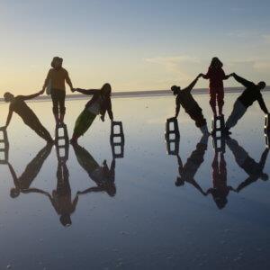 ウユニ塩湖のトリック写真|ボリビア'・ウユニ塩湖旅行@ブループラネットツアー