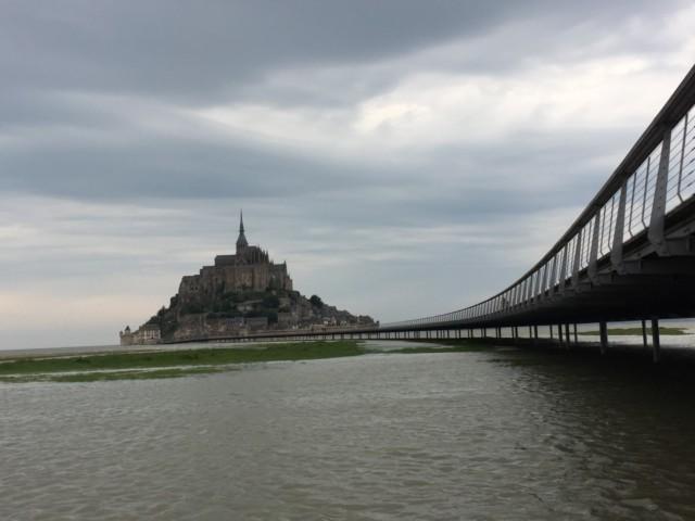 陸地とモンサンミッシェルを結ぶ新たな橋