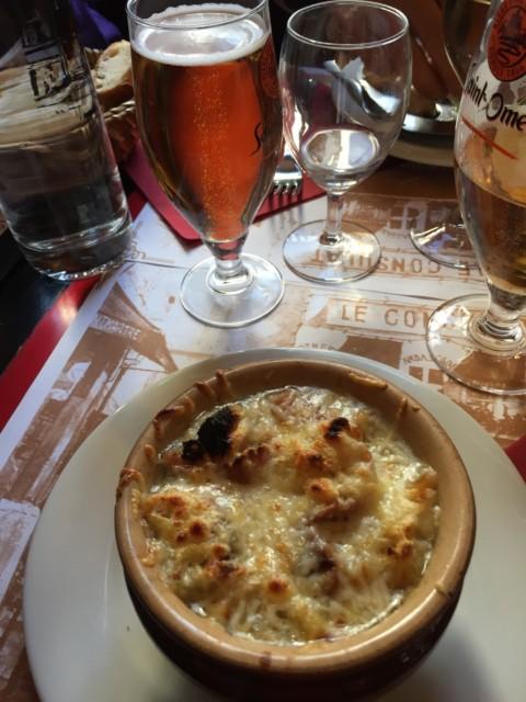 チーズたっぷりのオニオンスープ