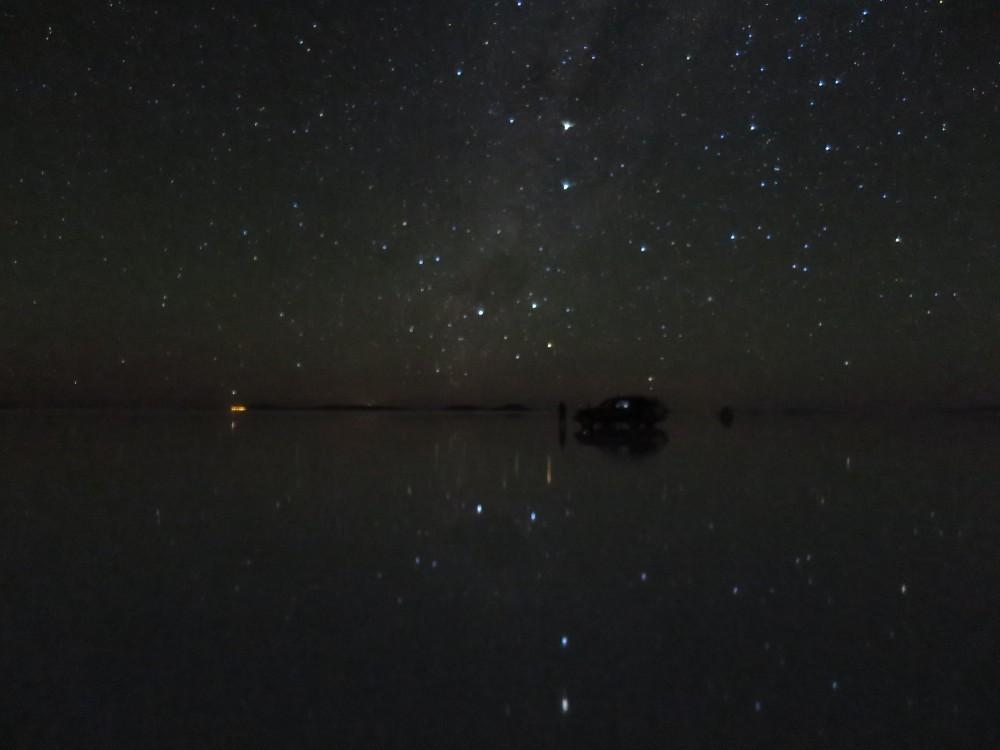南半球の星空が天空の鏡に反射