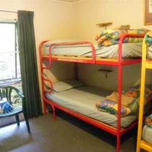 一般のお部屋の2段ベッド