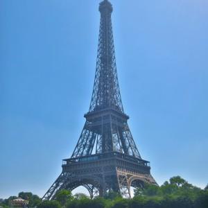最頂部を訪れるエッフェル塔