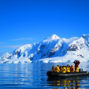 パラダイスベイをゾディアッククルーズ 南極クルーズ船 南極・南極上陸クルーズ旅行@ブループラネットツアー