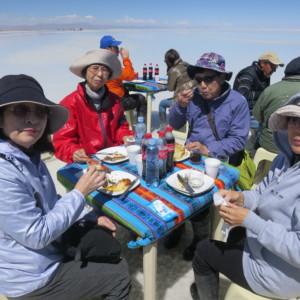 ウユニ塩湖での昼食|天空の鏡|ボリビア'・ウユニ塩湖旅行@ブループラネットツアー