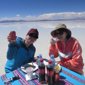 ウユニ塩湖での昼食 天空の鏡 ボリビア'・ウユニ塩湖旅行@ブループラネットツアー