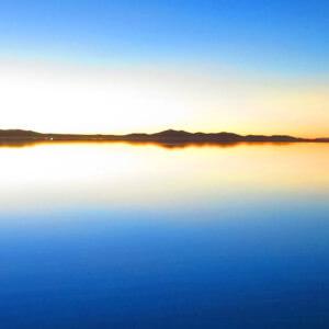 ウユニ塩湖で写真撮影
