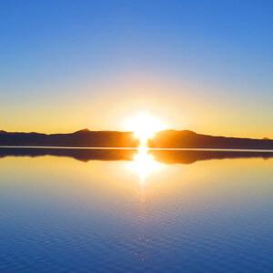 ウユニ塩湖で御来光