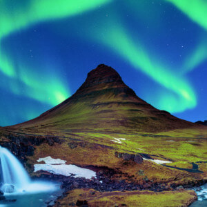 アイスランドのオーロラ キルケフェットル 絶景のオーロラ アイスランド旅行@ブループラネットツアー