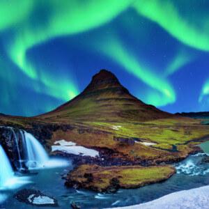 アイスランドのオーロラ|キルケフェットル|絶景のオーロラ|アイスランド旅行@ブループラネットツアー