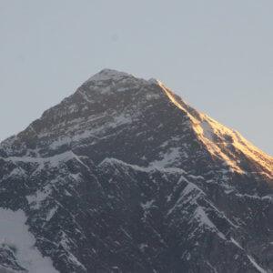 コンデ エベレストの朝 ネパール・エベレスト街道トレッキング旅行@ブループラネットツアー