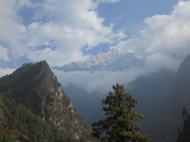 エベレスト街道からの峰々