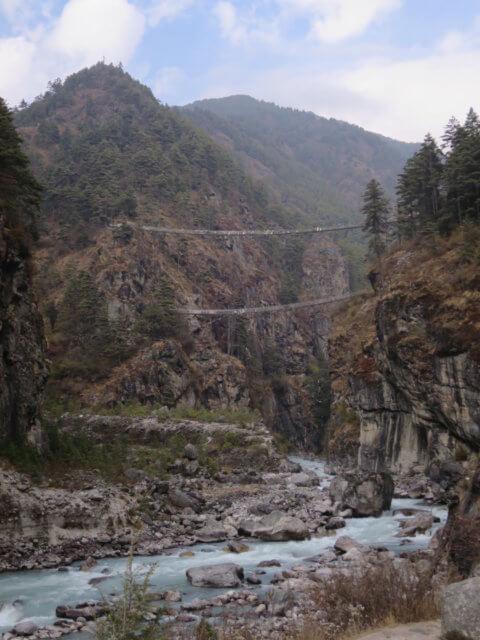 ドオドコシ川の吊り橋