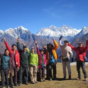 コンデで集合写真 ネパール・エベレスト街道トレッキング旅行@ブループラネットツアー