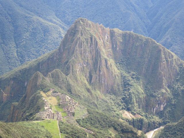 マチュピチュ山からの遺跡とワイナピチュ