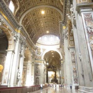 サンピエトロ寺院内部