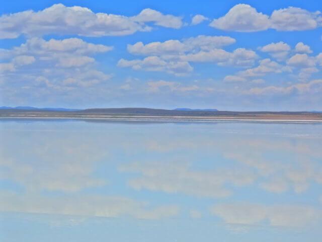 雲を映す天空の鏡