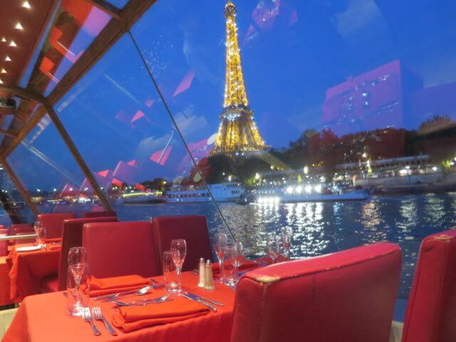 セーヌ河ディナークルーズの車窓|フランス旅行@ブループラネットツアー